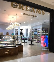 Reserve a table at CREAMS - British Luxury