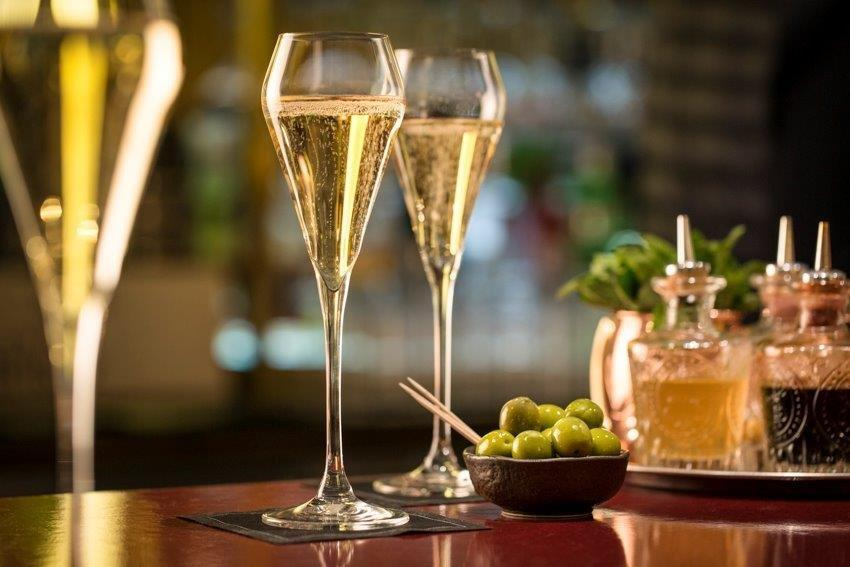 St pancras brasserie champagne bar by searcys kings for Table 6 north canton menu