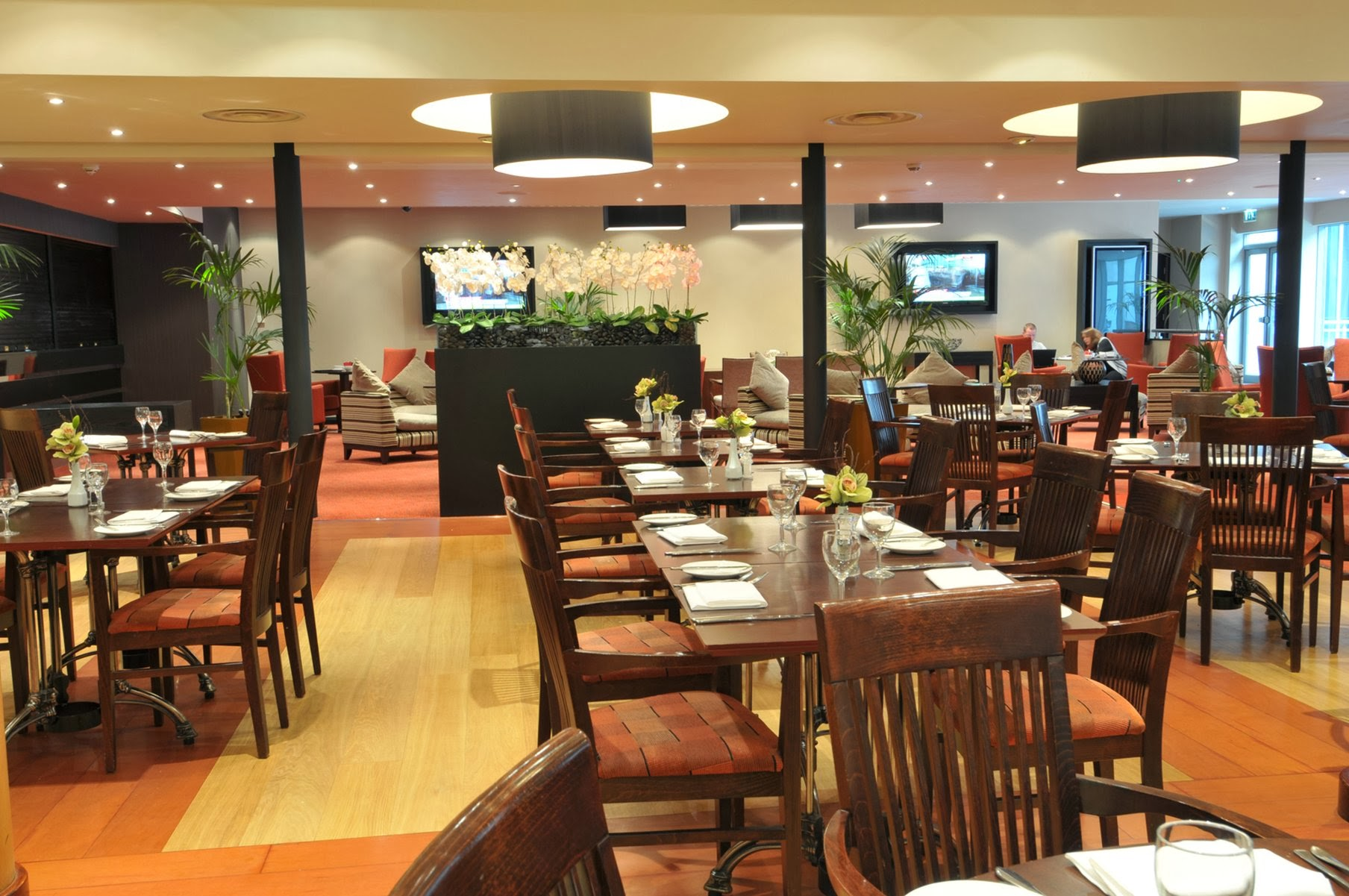 Bar 92 at DoubleTree by Hilton Woking - Surrey