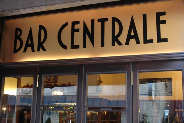 Bar centrale altstadt lehel munich bookatable sida for Table 52 restaurant gaborone