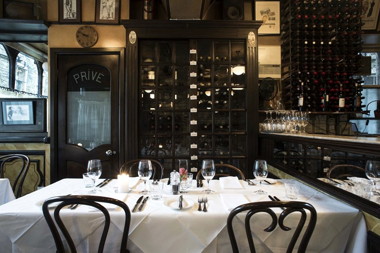 Caf st honore edinburgh bookatable for Table 9 newtown