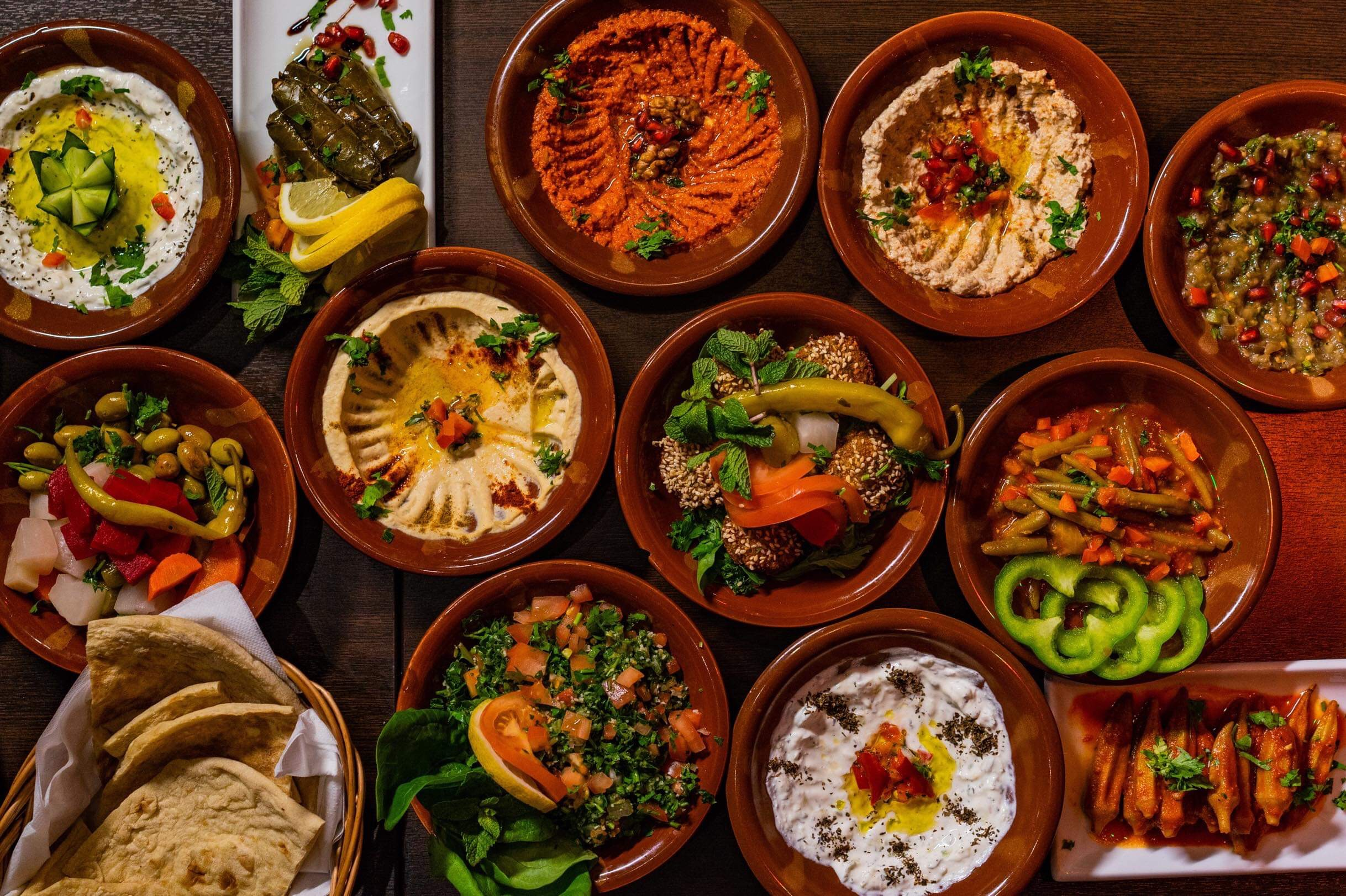 8-retters meze (tapas) & et glass musserende 320 kr per person