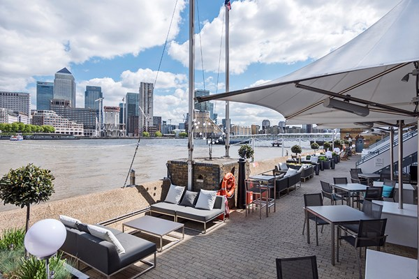 Columbia Restaurant at DoubleTree Docklands - London