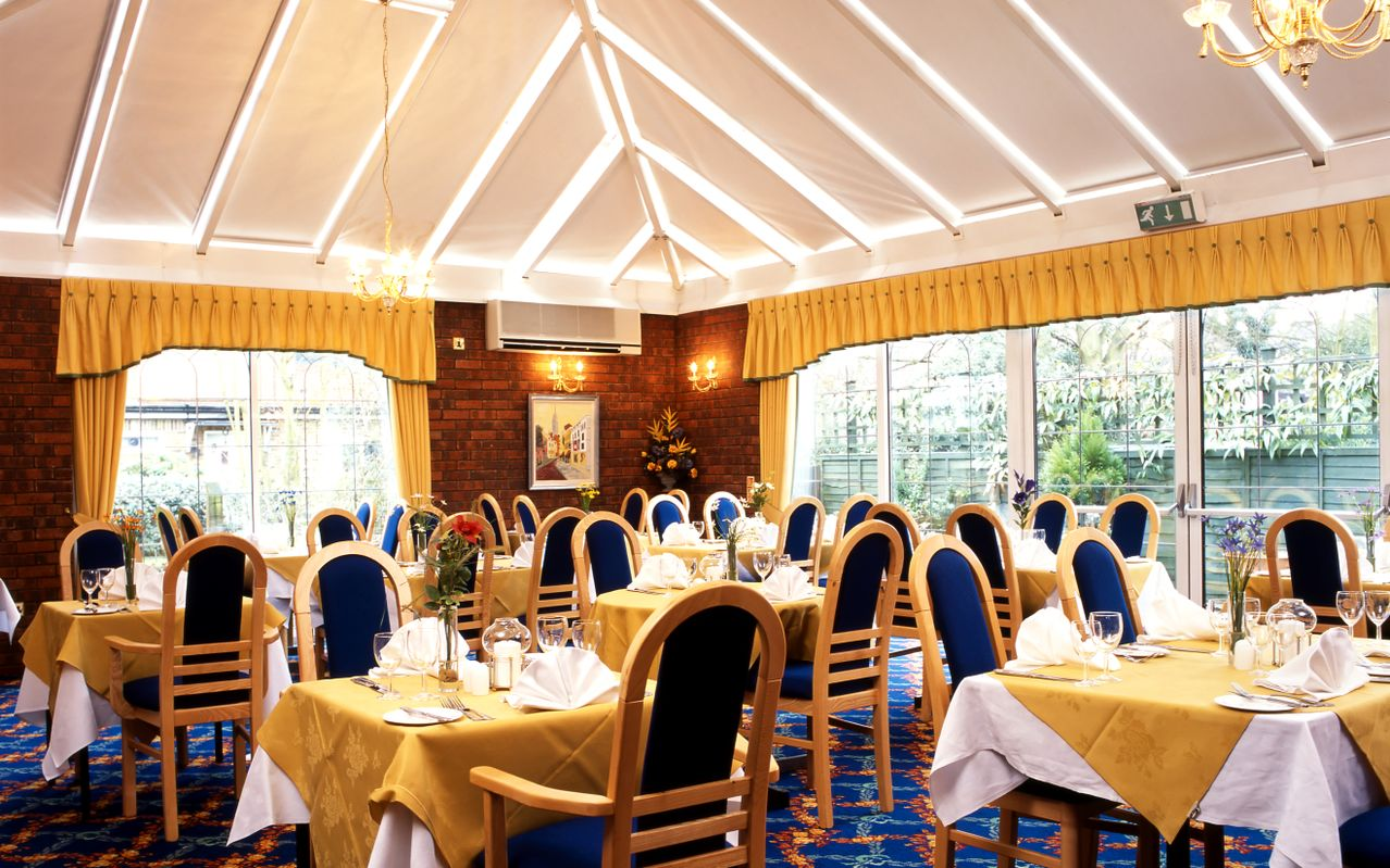 Conservatory Restaurant at BEST WESTERN White House Hotel