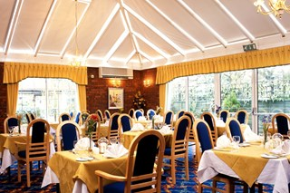 Conservatory Restaurant at BEST WESTERN White House Hotel - Hertfordshire