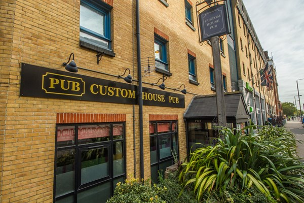 Custom House Pub - London