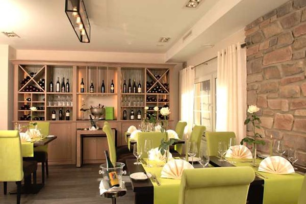 h hn restaurant koblenz rhineland palatinate bookatable. Black Bedroom Furniture Sets. Home Design Ideas