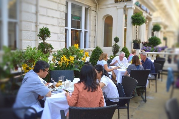 Lagenda Restaurant - Holiday Villa Hotel London - London