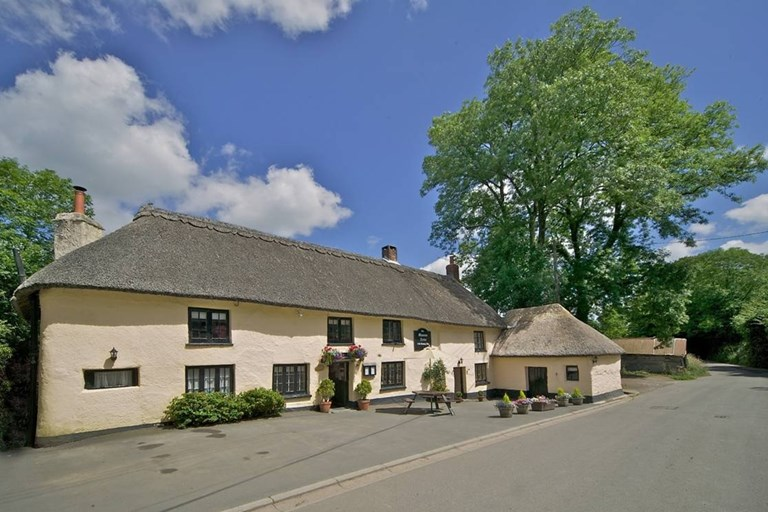 Masons Arms Knowstone Devon Bookatable