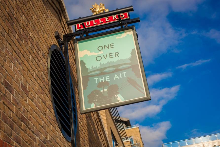 One Over the Ait - Yttre London