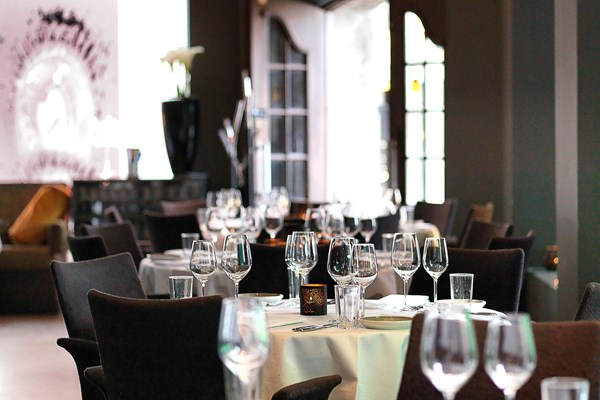 Restaurant eik centrum oslo bookatable for Table 52 restaurant gaborone