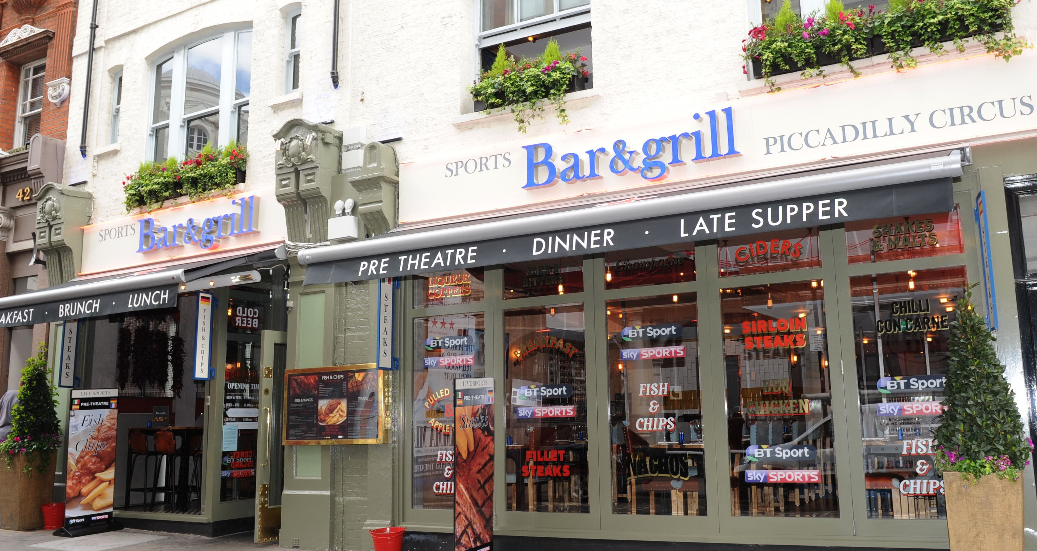 Sports Bar & Grill - Piccadilly Circus - London