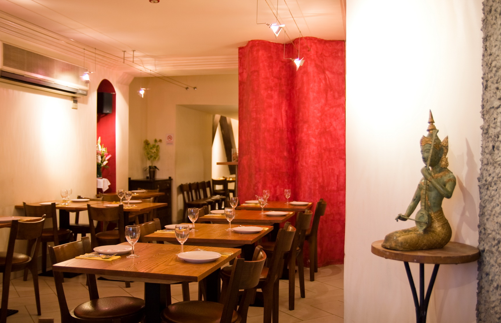 Reserve a table at Thai Square - Hanover Square
