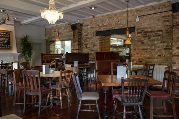 The old white lion east finchley london bookatable for Table 99 restaurant