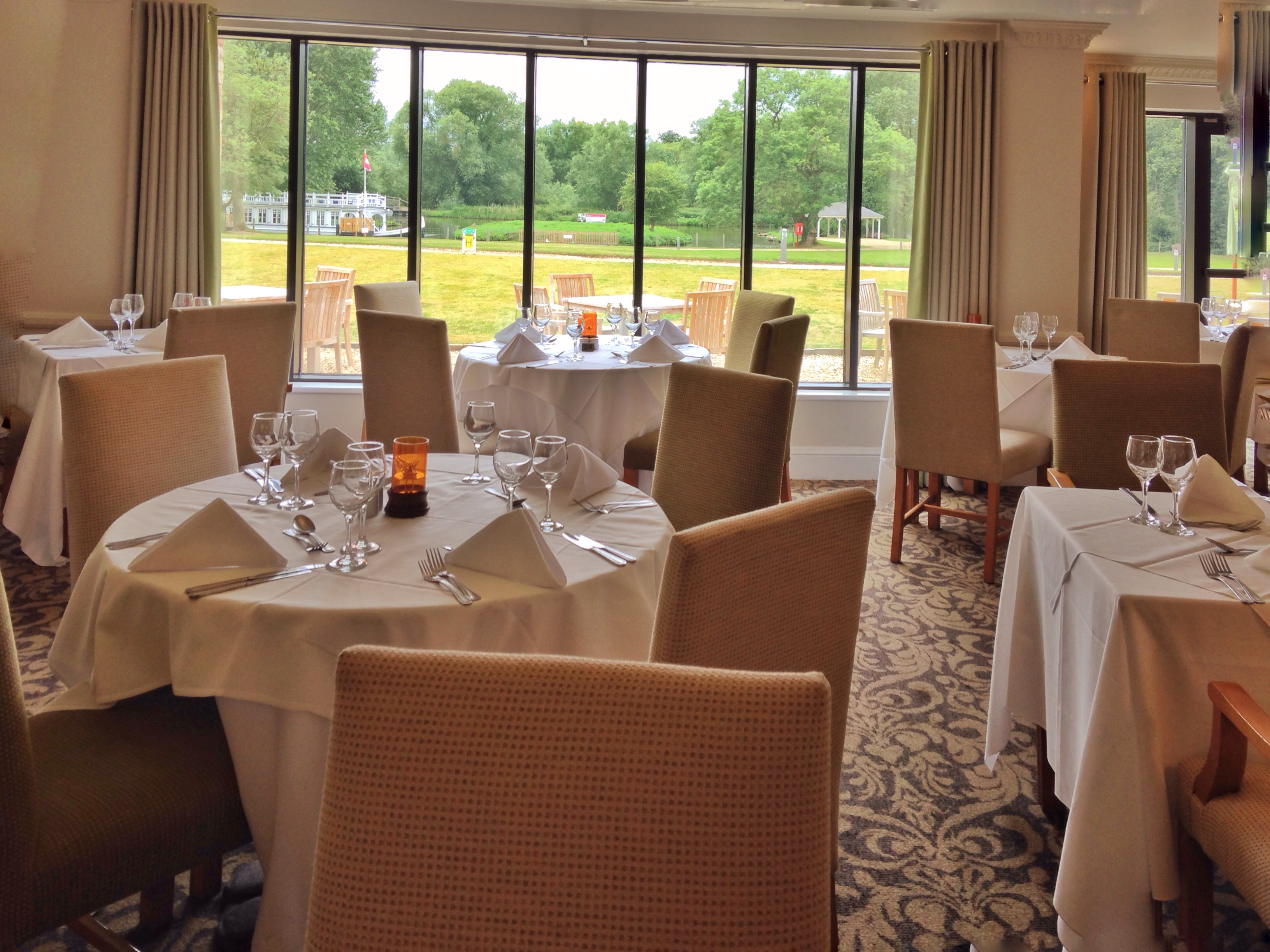 The River Room Restaurant and Conservatory - Oxfordshire