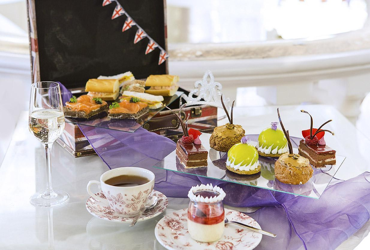 Afternoon tea with free-flowing prosecco £29 per person